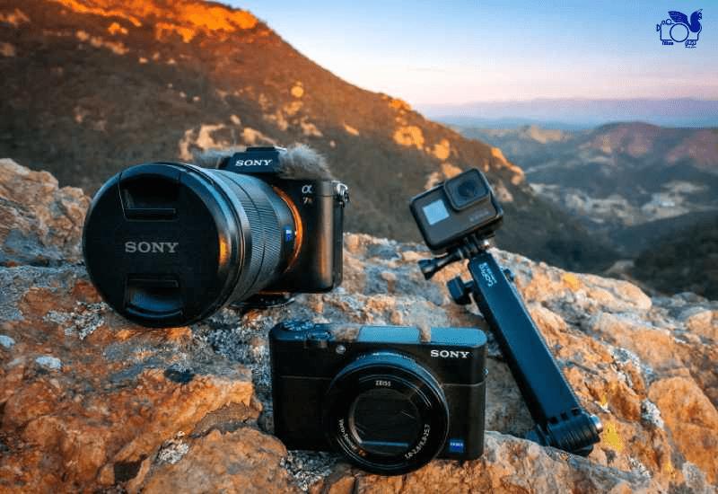 دوربین عکاس از تجهیزات عکاسی مورد نیاز در سفر