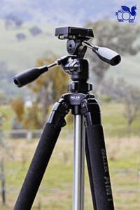 سه پایه دوربین از تجهیزات عکاسی مورد نیاز در سفر